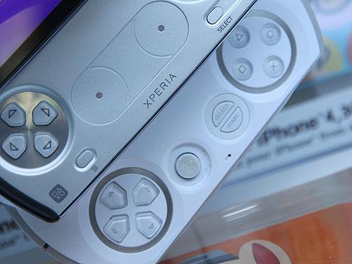Sony Ericson Xperia Play Playstation 2