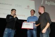 Aplikací pro masy se podle Seznamu stal dTest od studia eMan. Uprostřed nový kontakt Seznamu pro startupy Jiří Böhm. Foto: Tomáš Pánek.