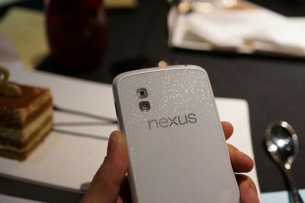 Nexus 4 white (1)