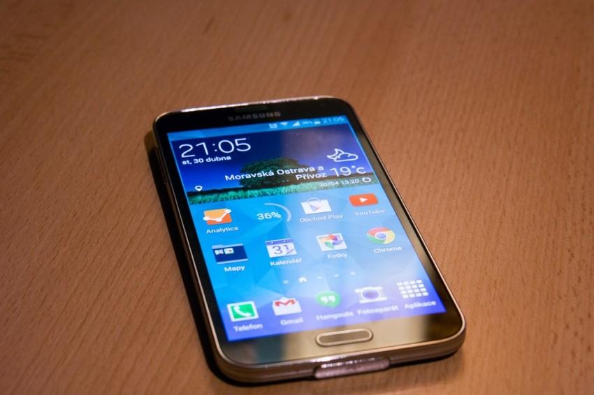 Samsung zklamal své akcionáře a prodal o 40% méně Galaxy S5 než předpokládal