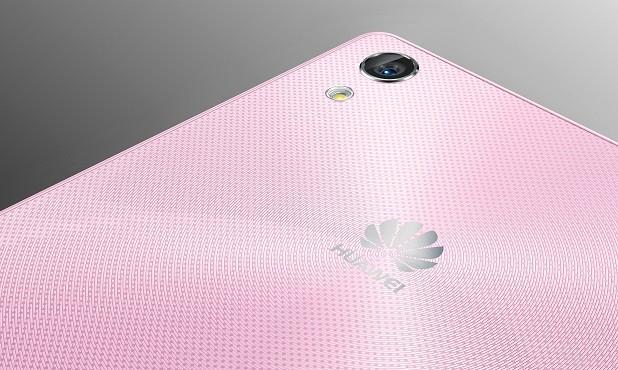 V Česku se začal prodávat Huawei Ascend P7 v růžovém