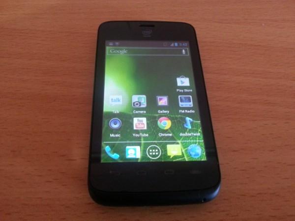 Intel představil levný smartphone Yolo určený pro keňský trh